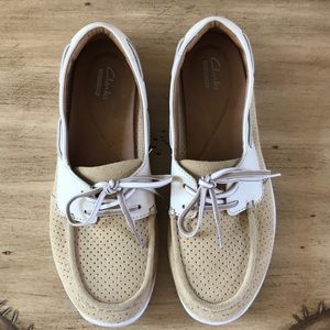 CLARKS COLLECTION PERFORATED BOAT SHOE